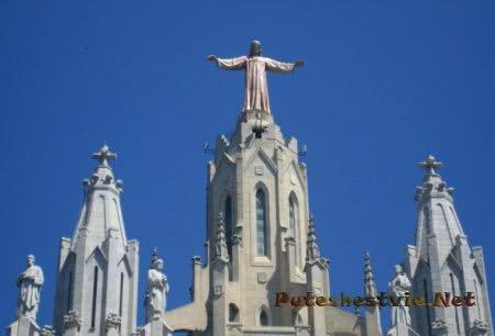 Скульптурная фигура Иисуса Христа