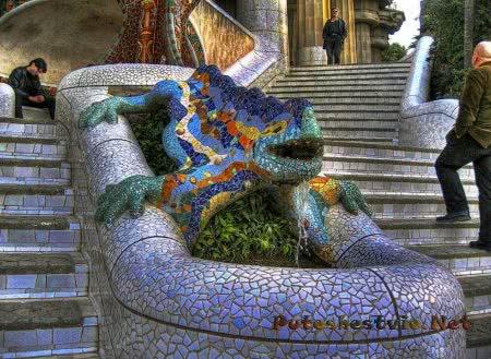 Лестница со скульптурой Саламандры