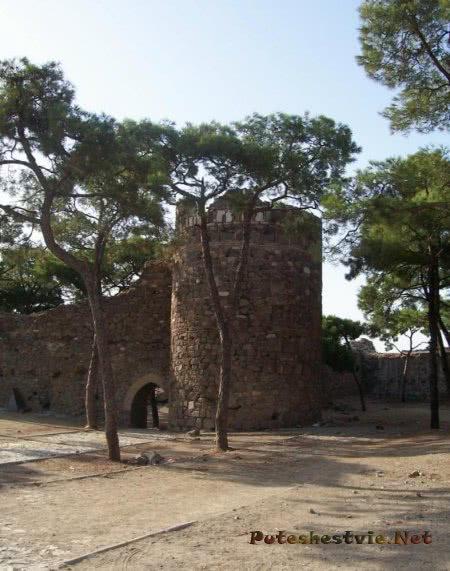 Замок-крепость Кадифекале