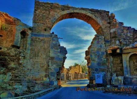Арочные главные ворота
