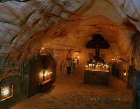 Успенский пещерный храм