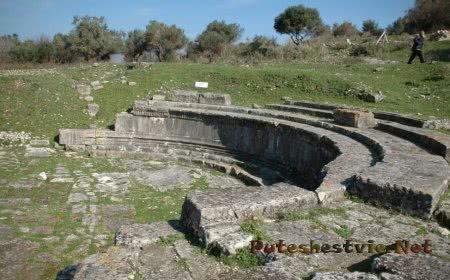Античный амфитеатр Орикум