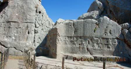 Скальный храм Язылыкая