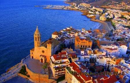 Город-курорт Ситжес в Испании