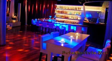 в Ситжесе - ночной клуб «Pacha» и ночной клуб «Atlantida»